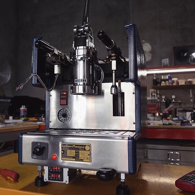 Time to bid farewell to this guy. Part San Marco, part Victoria Arduino lever, much custom, wow. Details up on the website now, link in bio. Please consider. #lever #espressomachine #custom #coffeemachinist